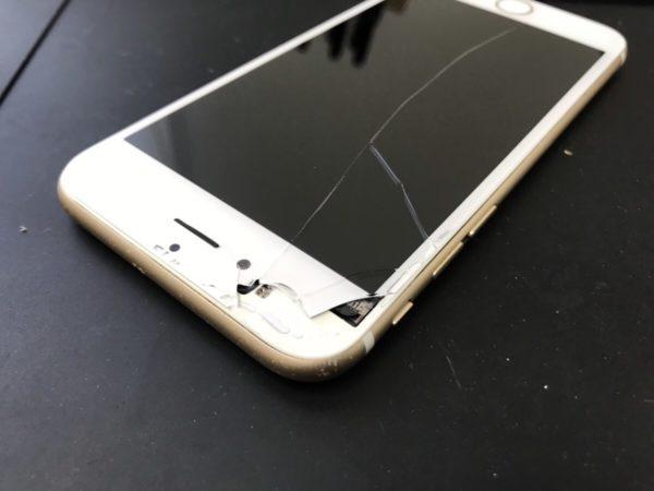 iPhoneの画面割れを放置するとガラスが剥離してきます