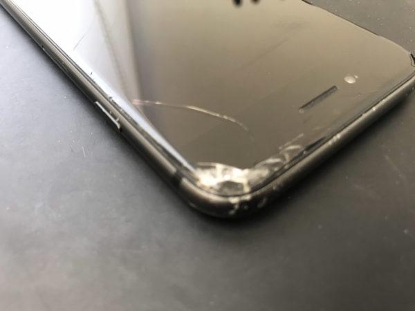 iPhoneSE(第2世代)の画面割れ修理も即日で対応可能です
