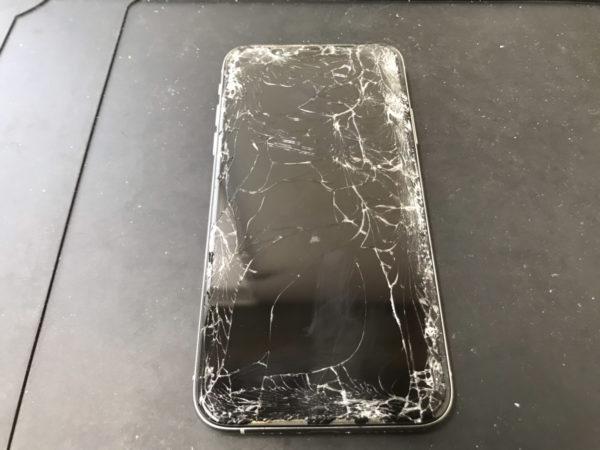 【iPhoneXS】一度落としただけでも画面はここまで割れます