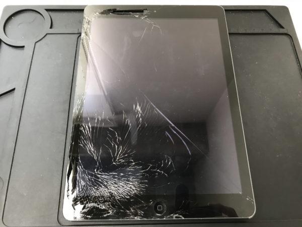 【伊勢崎市】画面が割れたiPad Airのガラス交換修理を行いました