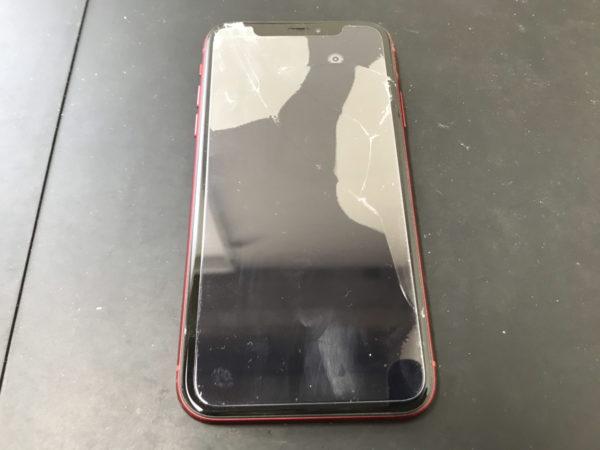 落とした衝撃で画面が割れて液晶も映らなくなったiPhoneXR