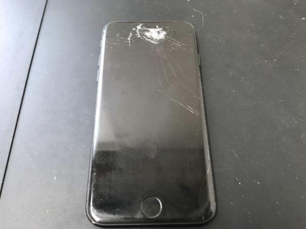 iPhone7に重い物を落としてしまい画面が割れてしまった