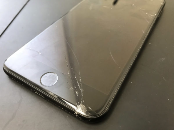 うまく操作ができなくなったiPhone7Plusも最短30分で即日修理