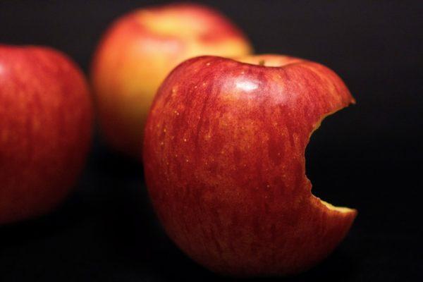 iPhoneのリンゴマークから画面が変わらない場合の対処法