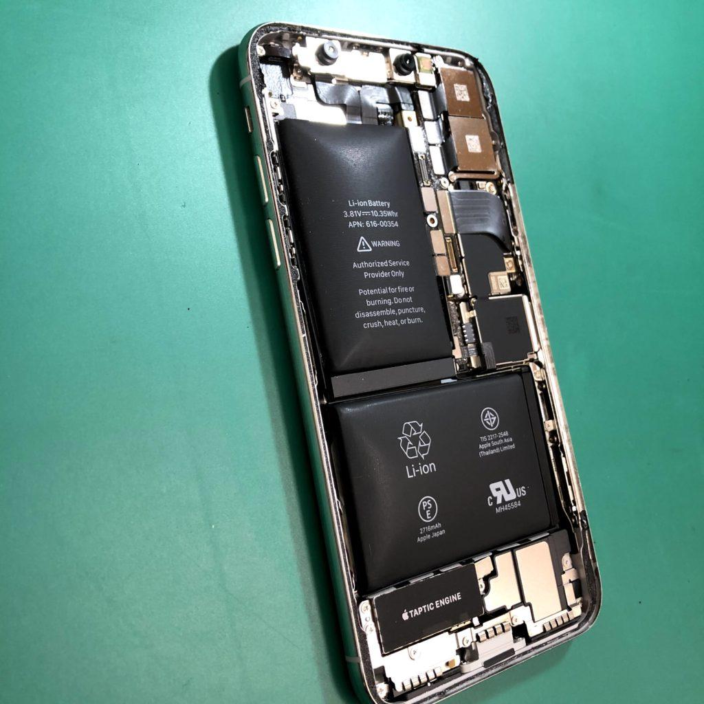 膨張してしまったバッテリーは危険です