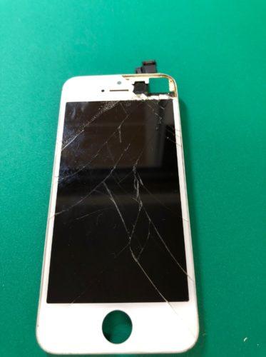 【iPhone SE】イヤースピーカー周辺のガラス割れで内部剥き出し状態