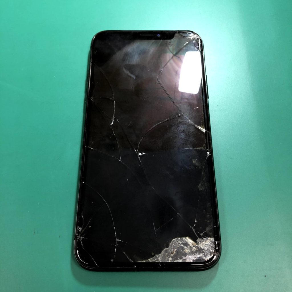 画面が真っ暗で操作ができなくなったiPhoneX