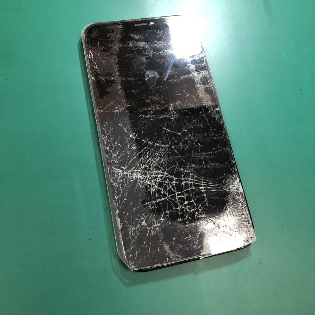 バリバリになったiPhone11