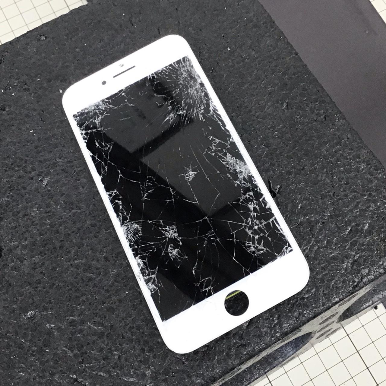 iPhone画面が割れています