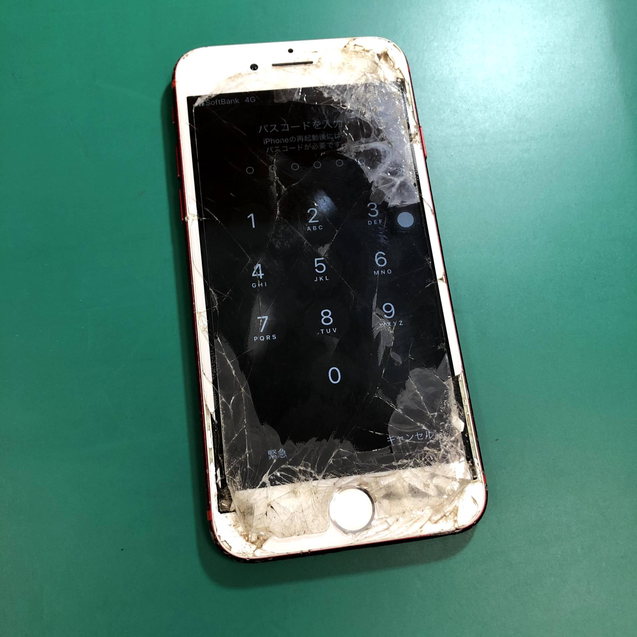 画面がバキバキになったiPhone7