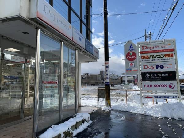 雪が積もる七尾店