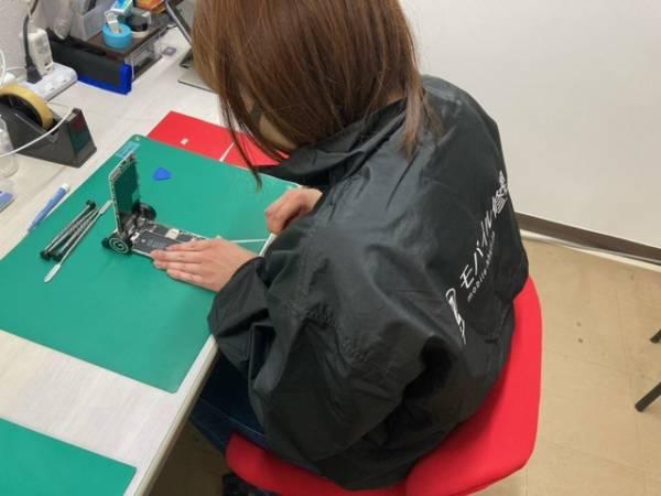 iPhone修理専門‐モバイル修理.jp 中津川店 修理の様子