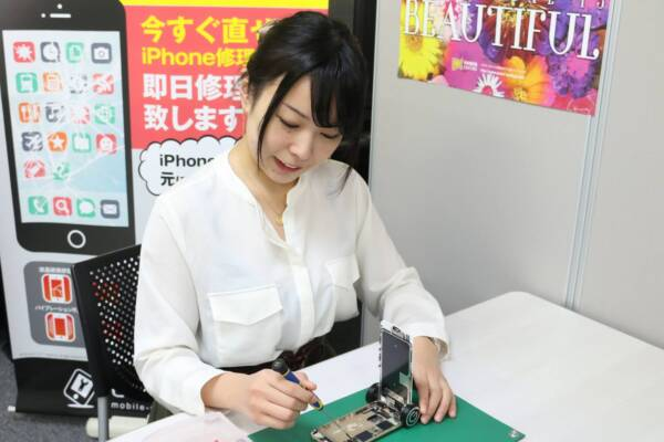 iPhone修理専門-モバイル修理.jp 長野店 修理の様子