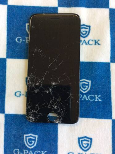 バキバキに割れたiPhone8 画面修理