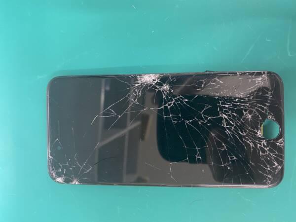 iPhone 画面割れは、お早目に修理を
