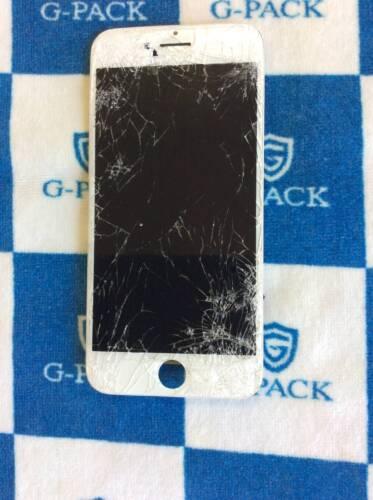 バキバキに割れたiPhone7 画面修理