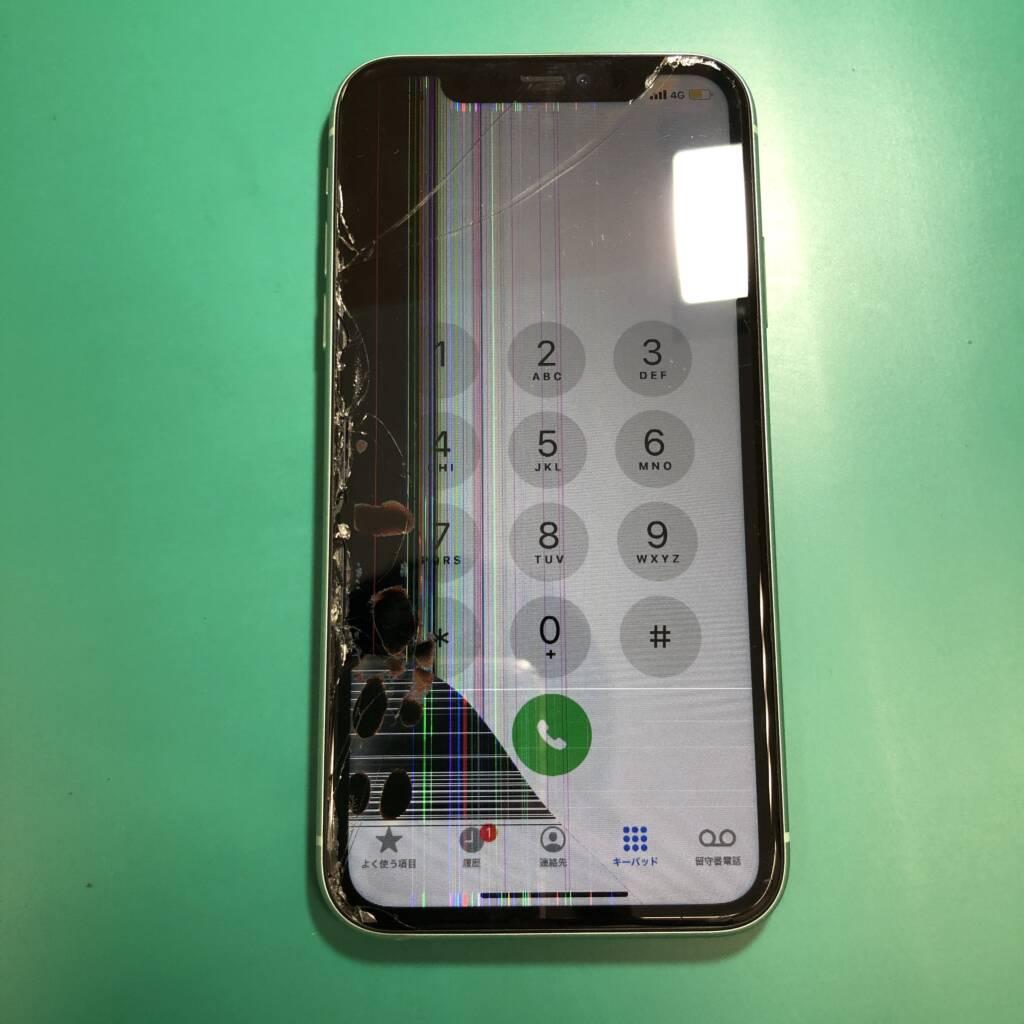 液晶まで損傷してしまったiPhone11
