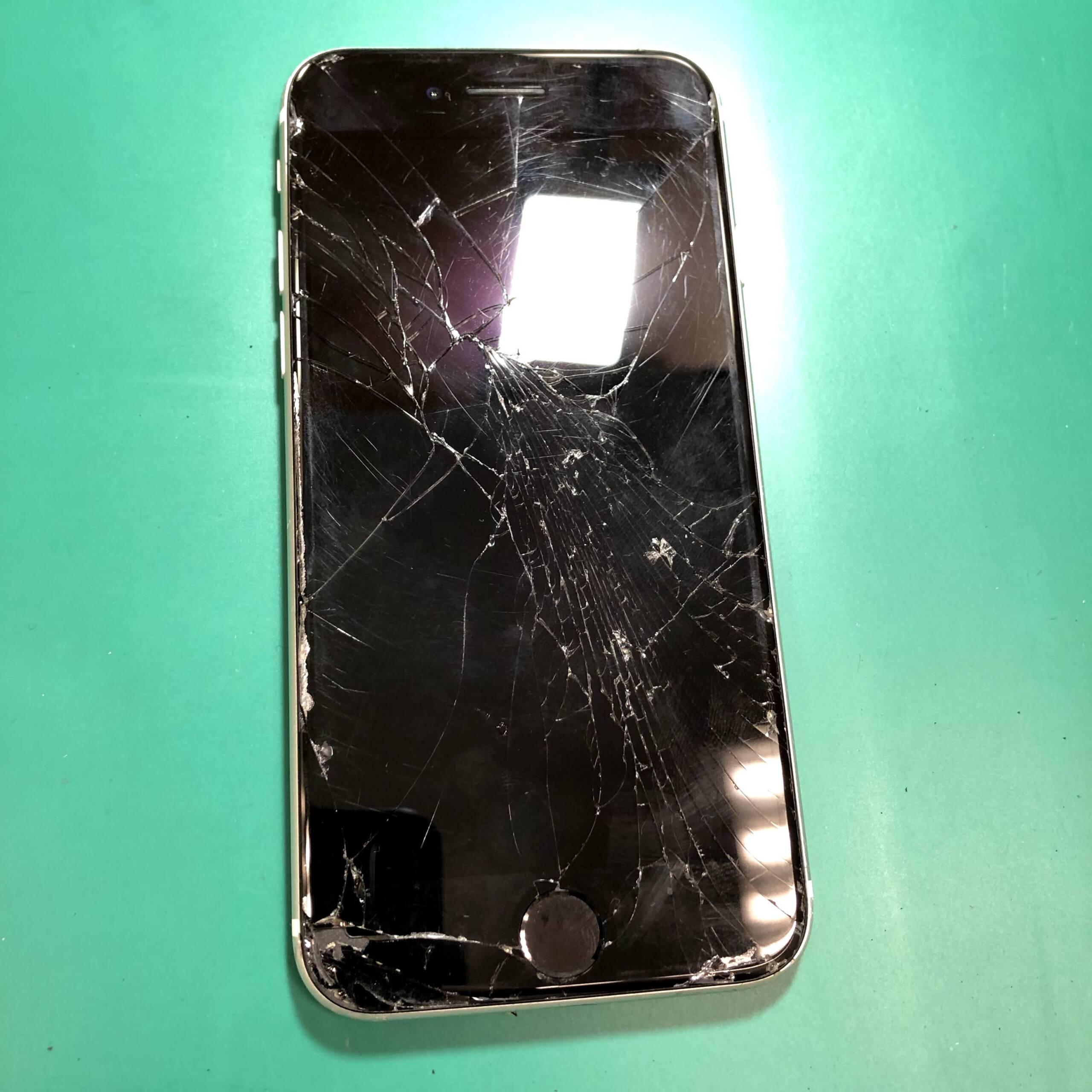 画面が割れてしまったiPhoneSE2