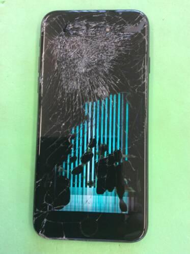 iPhone7 バキバキに割れた画面修理