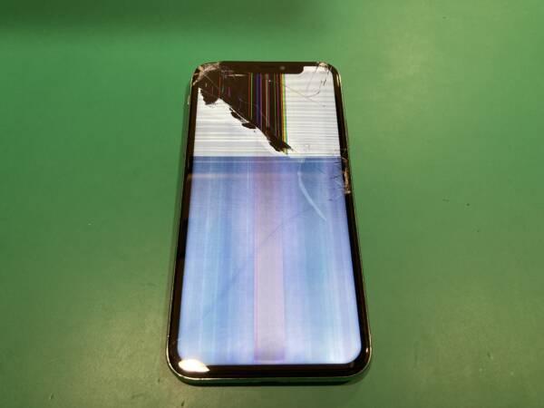 iPhoneXSの画面修理には有機ELを使います