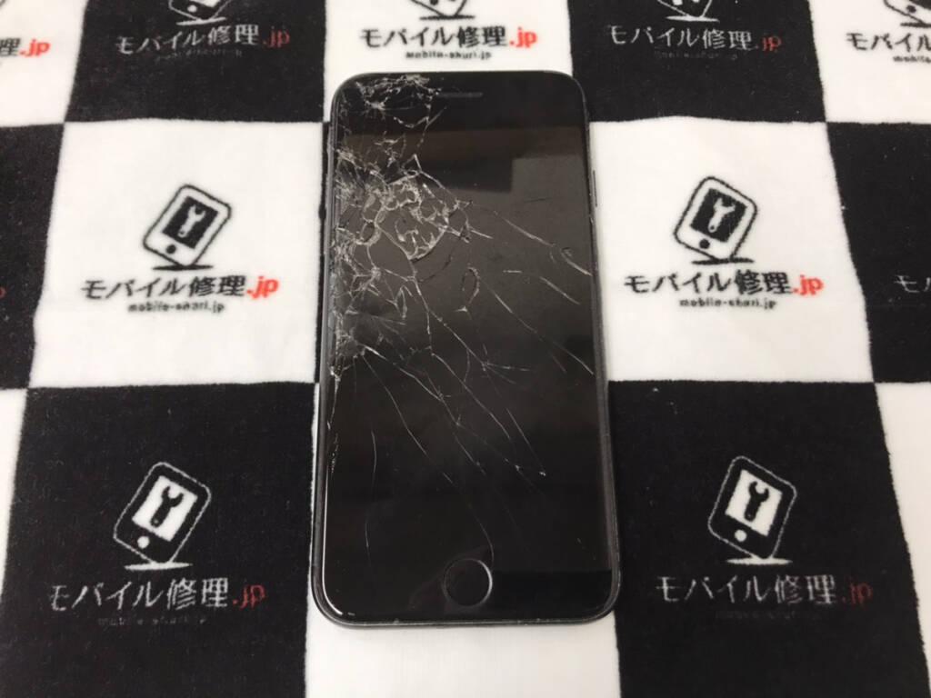 画面が割れたiPhone8