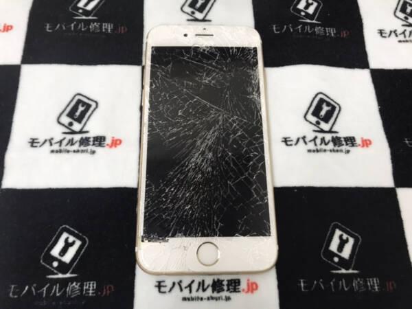 車に轢かれて画面が粉々になってしまったiPhone6sの修理依頼