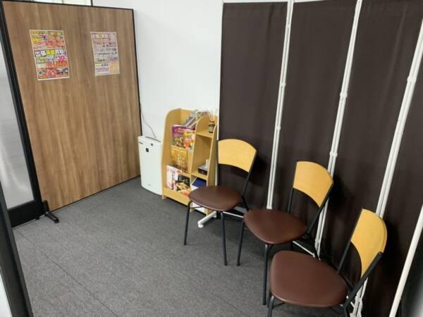 iPhone修理専門-モバイル修理.jp 二本松店 待合