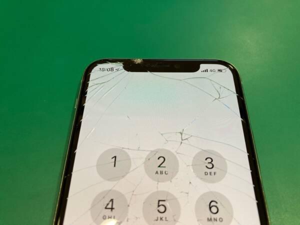 iPhone11Proの画面修理は有機ELディスプレイを使用します