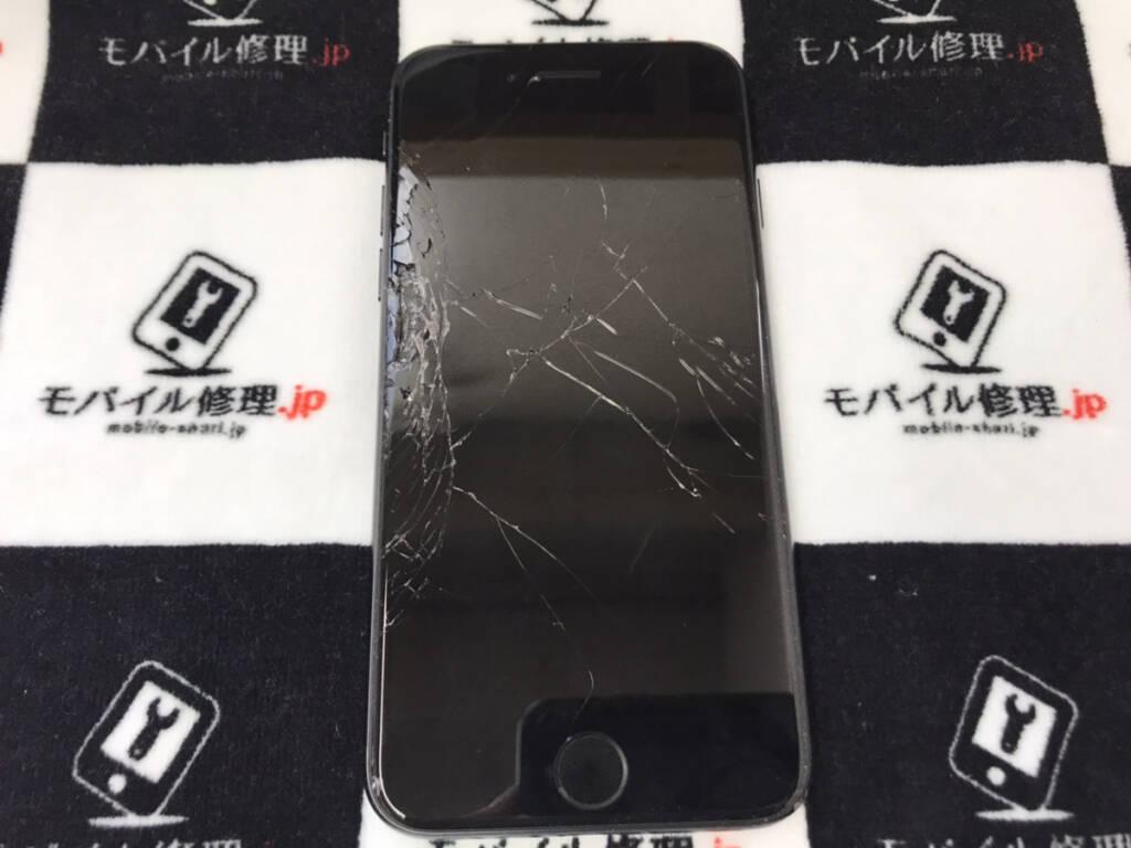 ガラスが剥離しているiPhoneSE2