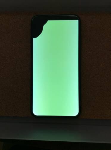 落下の衝撃で画面が緑になったiPhoneX