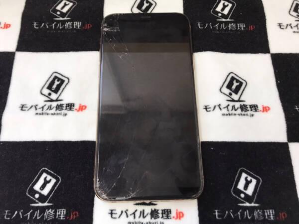 画面割れによって「ゴーストタッチ」が起きているiPhone11Pro